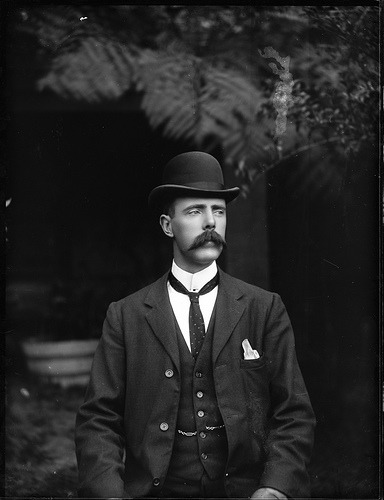 lostsplendor:  Portrait of a man in suit and waistcoat, c. 1900 (by Powerhouse Museum Collection) Dare I say, that is some swag.