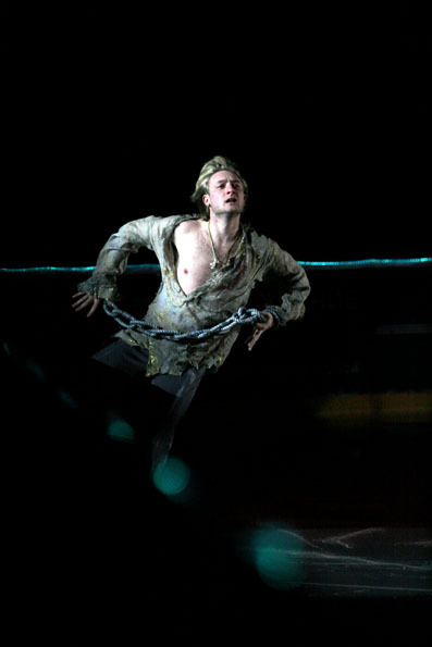 beautiful-shapes:  Evgeni Plushenko, 2007 EX The Prisoner