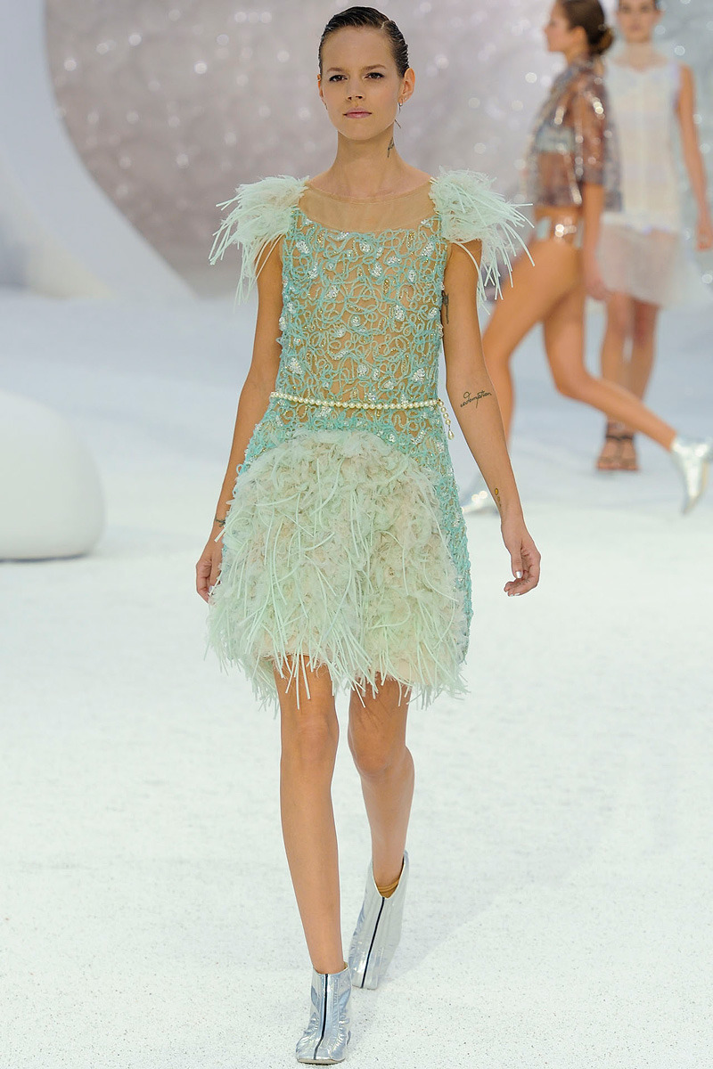 Chanel Primavera/Verano 2012 Semana de la Moda de París Bajo el mar, como diría Sebastián. …..   Chanel Spring/Summer 2012 Paris Fashion Week Under the sea, as Sebastian would sing.