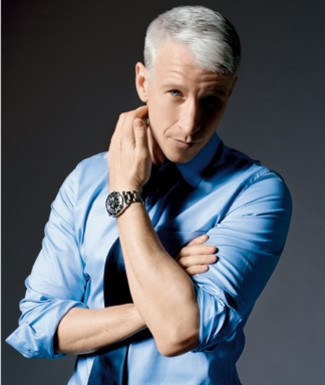 andersoncooperdoingstuff:  Anderson Cooper lovingly strokes his own bicep after absentmindedly scratching the scorpion bite on his neck.