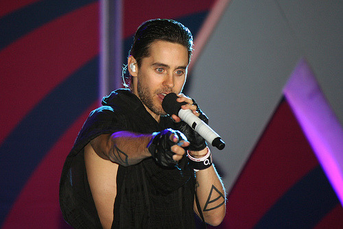 ivegotthemoveslikejared:  Jared Leto - 30 Seconds to Mars (by hufu25)  Look at that sexy. And let's take a moment and remember how I was there.