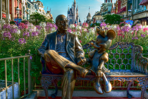adisneyfairytale:  WDW April 2009 - Roy And Minnie by PeterPanFan on Flickr.