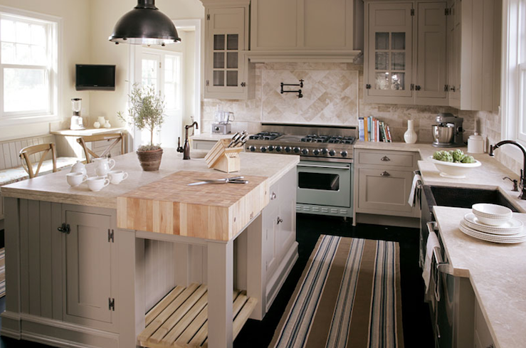 Now this is a kitchen I could live in!! Not too big, not too small