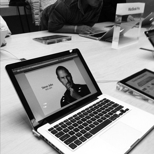 laughingsquid:  RIP Steve Jobs  at San Francisco Apple Store