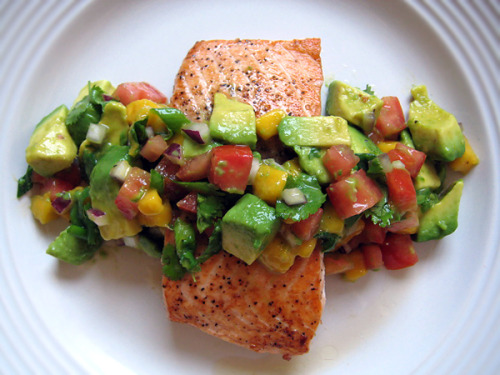 sollace:  no-ir:  dietcokeandasmoke:  salmon fillet and avocado salsa. if i was a meal…this would be me.  Delishh   for more posts like this, click here!