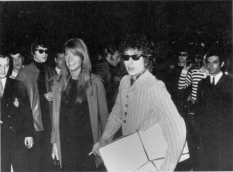 Françoise Hardy and Bob Dylan. (photographer unknown)