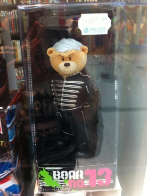 i-amclandestine:  Today I saw a bear dressed as Black Parade-era Gerard.  OMG W H A T