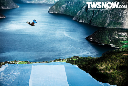 TWS wallpaper with Halldor Helgason from this years shoot for Nike 6.0 by Frode Sandbech at Stranda. Follow Frode on Tumblr.
