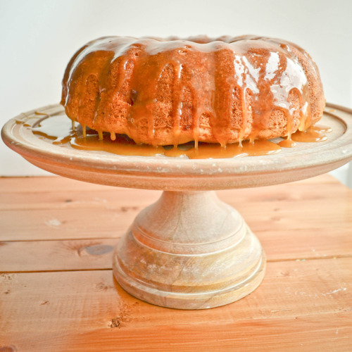 fattiesdelight:  Apple cake with Brown Sugar Vanilla Bean Glaze