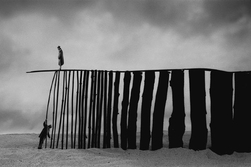 artchipel:  Gilbert Garcin, 302, Perseverence, 2005