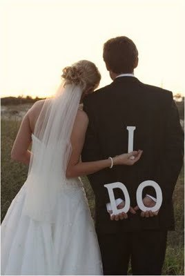 Sweet wedding photo (via Something Old, Something New: Semi-Guest Post (from the other half of SOSN) - Personalized Wedding Signs)