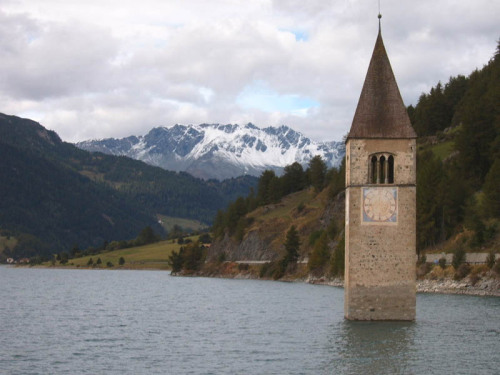 The submerged clock tower of Lake Raschen.