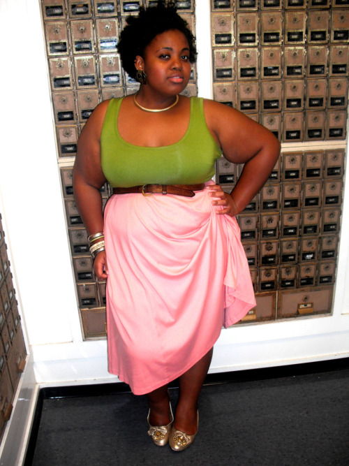 blackfashion:  http://mythriftedcloset.blogspot.com/  Slower Hall