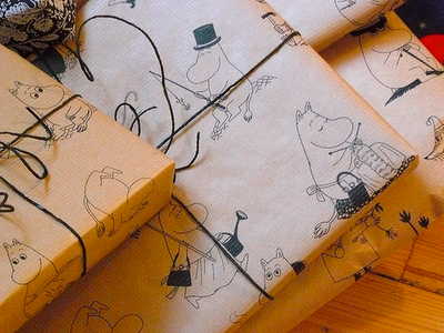 i want to wrap all of my presents in moomin wrapping paper!