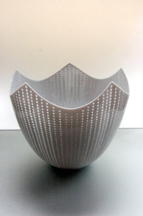 "Niisato Akio: Luminous Vessel, 2010, Glazed porcelain, 9"" x 9"" x 8 1/2"" / Keiko Gallery - Japanese artists"