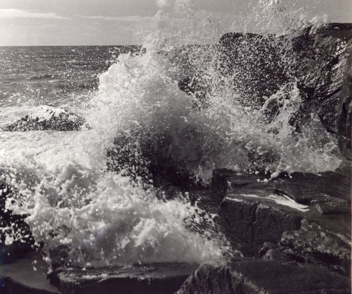 Pierre Jahan Vagues - Bretagne 1935 http://pierrejahan.free.fr/ http://www.youtube.com/watch?v=DSdkr2eZ1Is&feature=relmfu (Ocean Waves Crashing over a rock)
