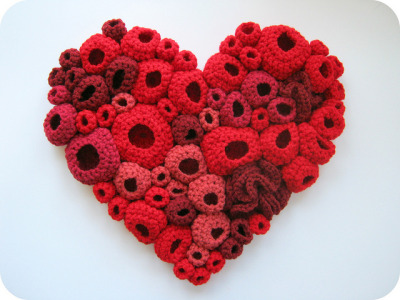 alfineteoficinaderetalhos:  textile art heart by cornflowerbluestudio on Flickr.