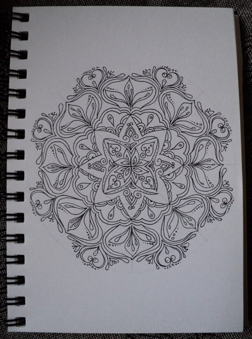 Mandala-drawing that I made today while being dead tired and not feeling too well due to IBS. Turned out a lot prettier than my state of mind was at the time :-P