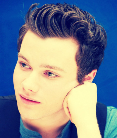 I pretty much hate Glee, actually I do hate Glee. But Kurt, is fucking adorable.