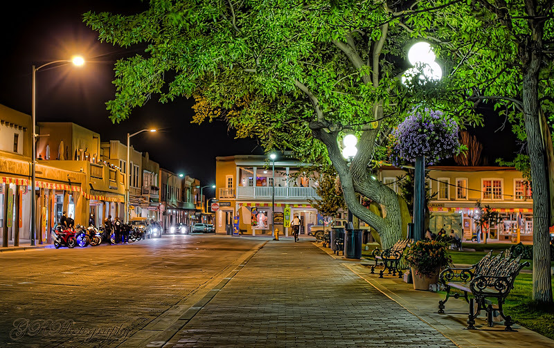 new-mexico:  Or maybe a nice walk on the Santa Fe Plaza by lamplight… (via Anna Rumiantseva)