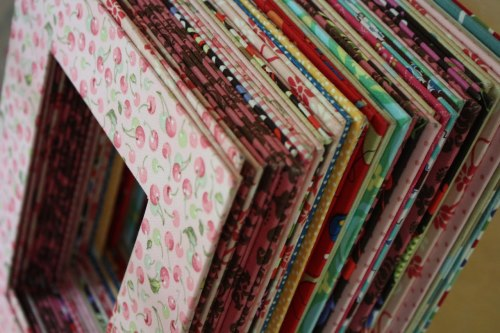 cutesiecraft:  DIY Picture Frames made from fabric and cereal boxes!