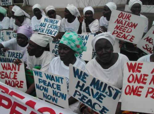 Liberian women demonstrate at the American Embassy in Monrovia during the height of the civil war in July 2003. (Pewee Flomoku) (via Forcing an end to war in Liberia - The Boston Globe)
