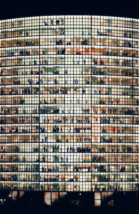 minusmanhattan:  May Day V (2006) by Andreas Gursky.  城市,夜生活。