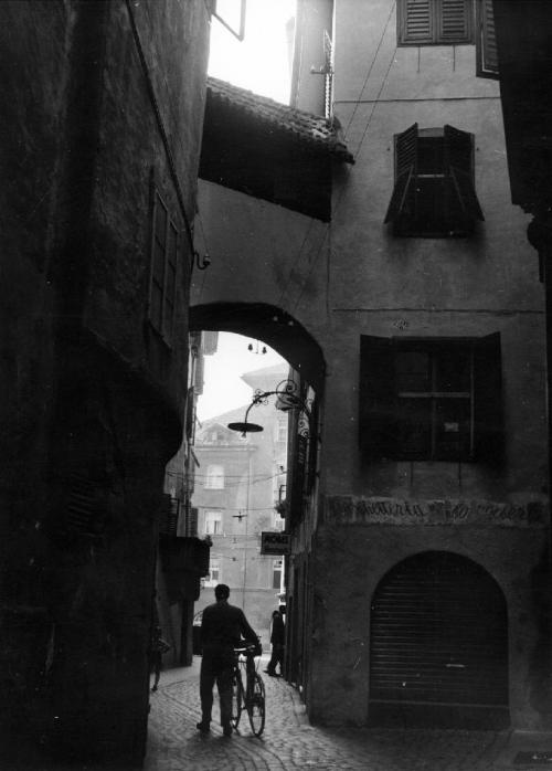 Erika Groth-Schmachtenberger, Street in Bolzano (South Tyrol), 1952