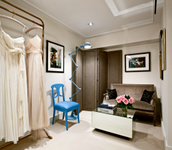 With a layout modeled on a classic French salon, the boutique interiors contain elements of 1930s Parisian Art Deco, punctuated with modern elements. Our designers opted for simple and elegant materials such as lucite, unlacquered brass, shagreen and reclaimed hickory herringbone floors.