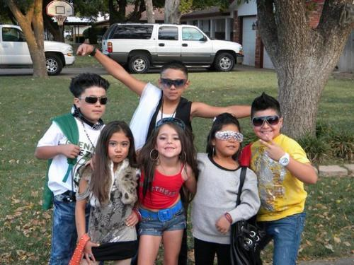 awalkinherboots:  Look it's a miniature Jersey Shore :)