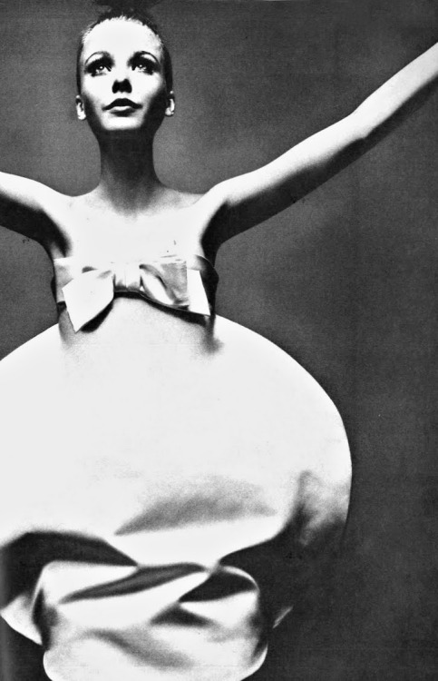 theyroaredvintage:  Simple, beautiful dress. Photo by Guy Bourdin for French Vogue, 1969.