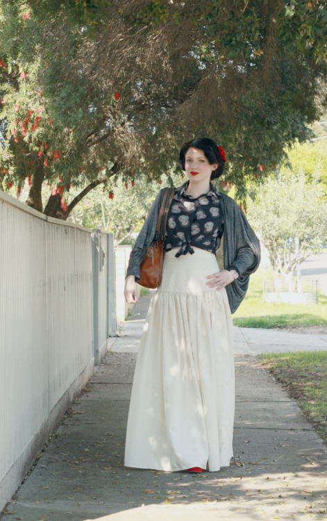 I love the slightly spanish vibe of this! Great skirt.