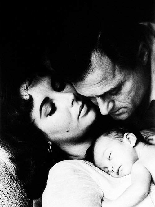Elizabeth Taylor & Mike Todd with their newborn daughter Liza Todd, 1957.