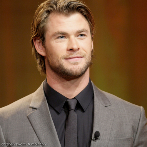 Chris Hemsworth at an event (Edited by me,Chris Hemsworth Fansite)