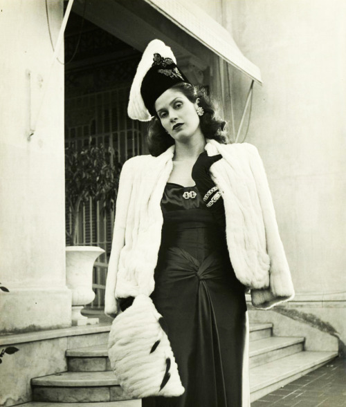 vintagegal:  Aline Johnson De Menocal ( Havana Glamour Girl ) 1946 Photographer-Nina Leen
