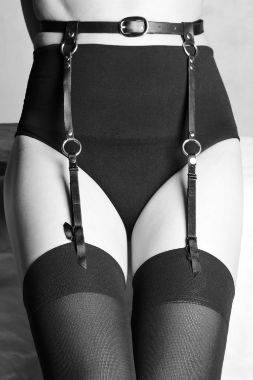 robotcosmonaut:  Leather Suspender Belt via rubyandprankstar