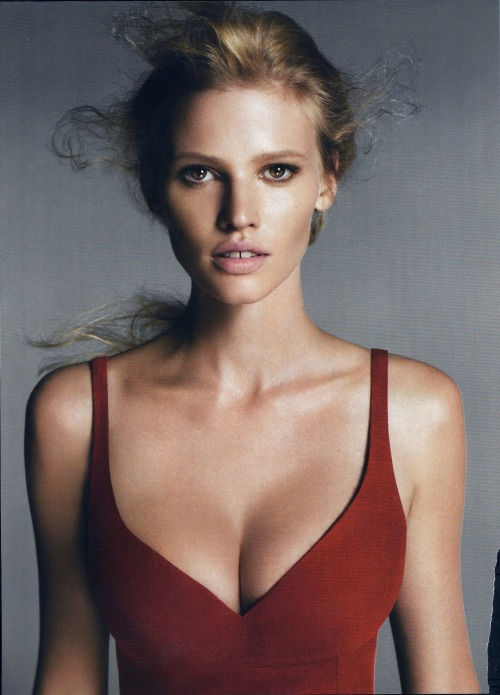 Lara Stone. Her beauty is breathtaking.Pretend it didn't happen!  You will also like: Jennifer Love Hewitt.and don't forget to follow @fbspin.