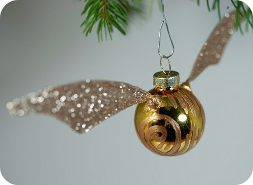 truebluemeandyou: Easy Golden Snitch Ornament. One of my favorites from 2011.  DIY Golden Snitch Ornament form Tiny Apartment Crafts here. The wings are made out of glittered tissue paper and wire.