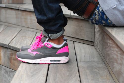 love, men, street style, sneakers, streetwear, pink, denim and hot…. http://open.spotify.com/track/6Vas6h9lB5mmeVDXdFqlQA