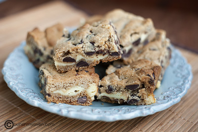 gastrogirl:  chocolate chip cheesecake cookie bars.