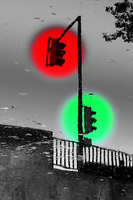 traffic light on water by carole félix on Flickr.
