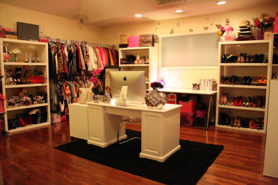 ctlntlrslf:  Dulcecandy closet. holllyyy shiiittt. i want this.