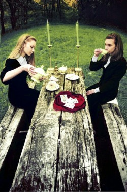 I adore this Puritan-esque photo shoot. :)