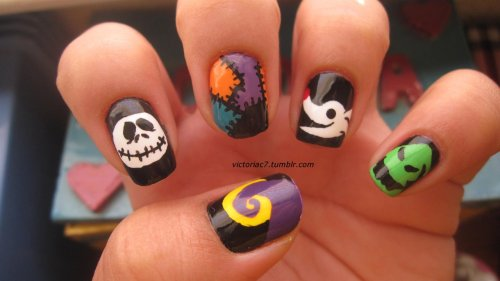 victoriac7:  I know that Nightmare Before Christmas nails have been done a million and one times, but I had an idea, and I really wanted to try them for myself! Plus, it's the month of Halloween so what better time right? I'm very happy with how they came out; definitely one of my favorite manis.  I did this using both acrylic paints and nail polish.  For colors just ask!