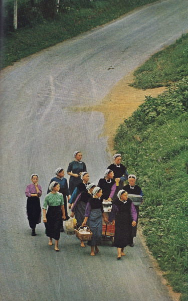 emtrum:  National Geographic June 1965. I love me some Amish in the street.