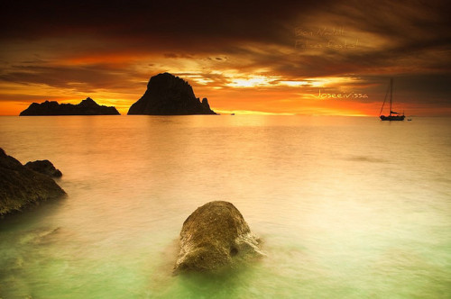 magicalnaturetour:  Batalla de luz - Es Vedrá - Ibiza 2009 Eivissa by Joseeivissa on Flickr. :)