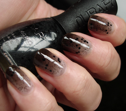 aliciahannahnaomi:  HOW IS IT DONE?! sugarcoatednails:  Via Jellynat    DAMN, I'm doing those nails if it's the last thing I do! source