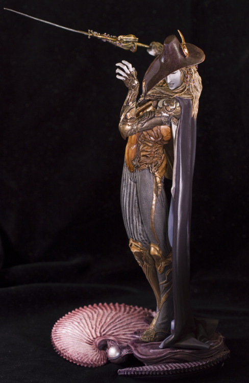 Vampire Hunter D figurine sculpted by Takayuki Takeya