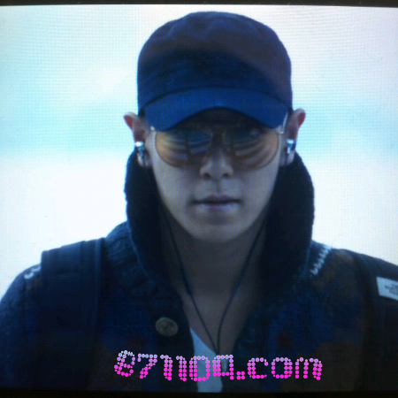 TOP at Incheon Airport! (111009) source : utopia_871104 According to the source, he's going to Toronto for The North Face photo shoot.Not sure if he's alone or not. Maybe there are others but the pic just hasn't come up ^^Let's wait~  credit : topofbbindo