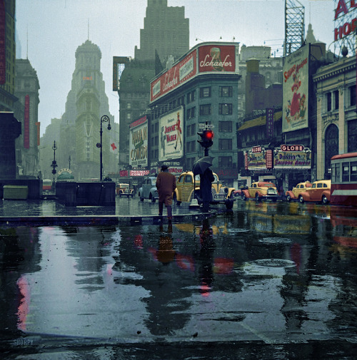 kateoplis:  John Vachon, Times Square, 1943, colorized by Avi A. Katz (original)